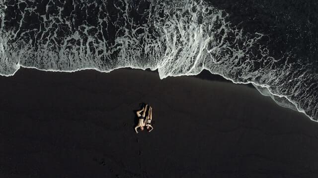 Plage de sable noir au Guatemala