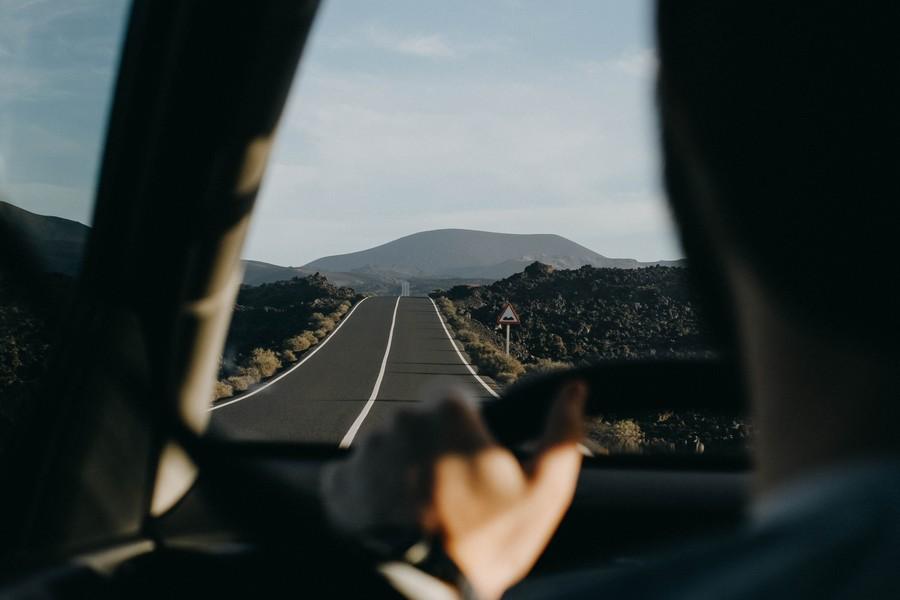 vue dans une voiture derrière le conducteur